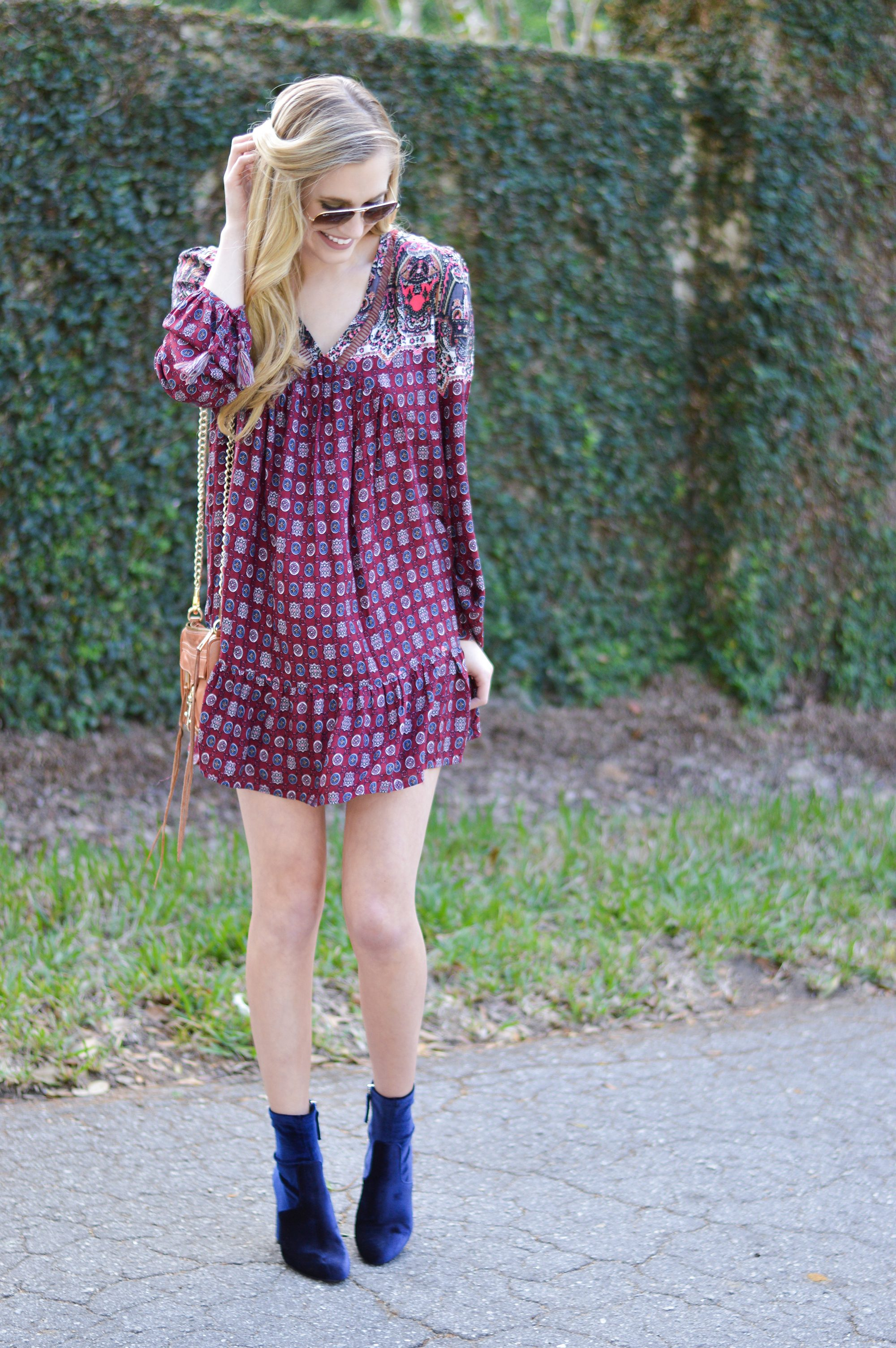 styelled-blog-fblogger-style-blogger-fashion-trends-fall-fashions-trendy-sweater-weather-dresses-fall-dress-suede-velvet-blue-blonde-src-shannon-roth-collections-ootd-umgee-03