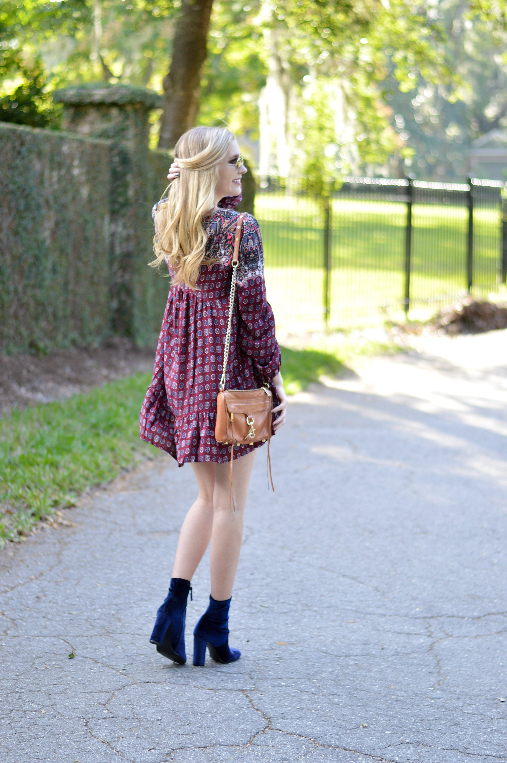 styelled-blog-fblogger-style-blogger-fashion-trends-fall-fashions-trendy-sweater-weather-dresses-fall-dress-suede-velvet-blue-blonde-src-shannon-roth-collections-ootd-umgee-07