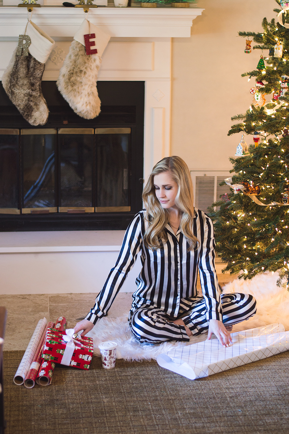 styelled-blog-fashion-blogger-style-wrapping-target-paper-christmas-gift-wrap-bows-glitter-nutcracker-tree-ornaments-stockings-pajamas-boohoo-tutorial-diy-08