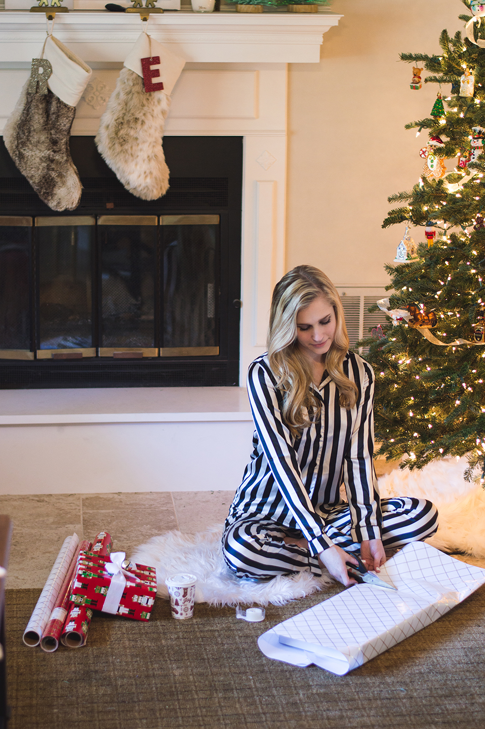 styelled-blog-fashion-blogger-style-wrapping-target-paper-christmas-gift-wrap-bows-glitter-nutcracker-tree-ornaments-stockings-pajamas-boohoo-tutorial-diy-09