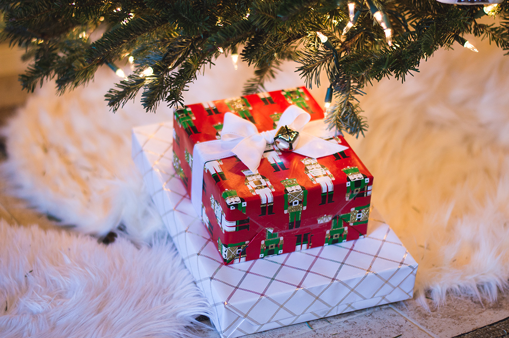 styelled-blog-fashion-blogger-style-wrapping-target-paper-christmas-gift-wrap-bows-glitter-nutcracker-tree-ornaments-stockings-pajamas-boohoo-tutorial-diy-23