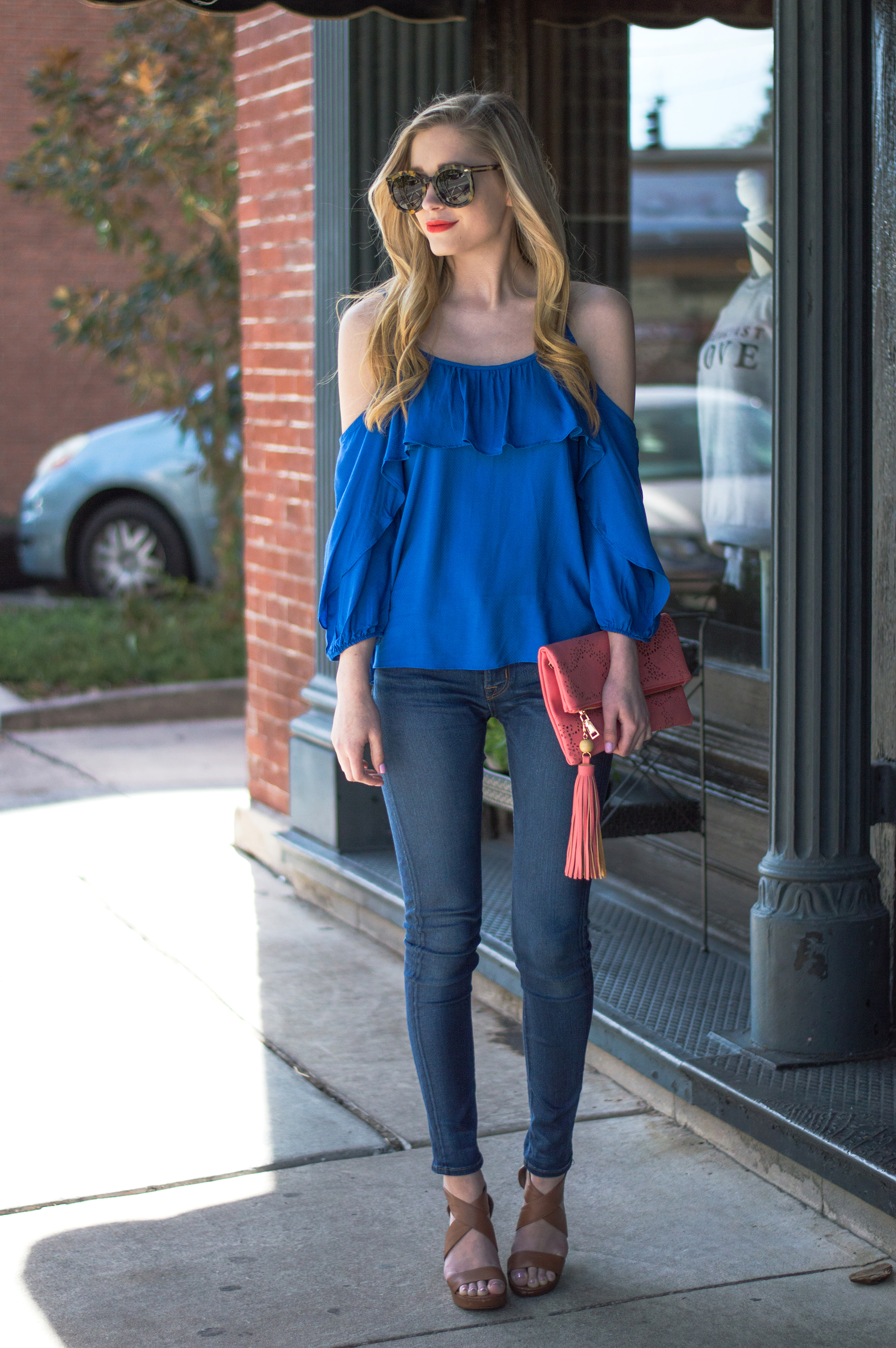 styelled-blog-elle-elisabeth-ootd-hudson-jeans-off-the-shoulder-top-karen-walker-super-duper-thistle-mac-lady-danger-jessica-simpson-brick-city-closet-spring-blue-02
