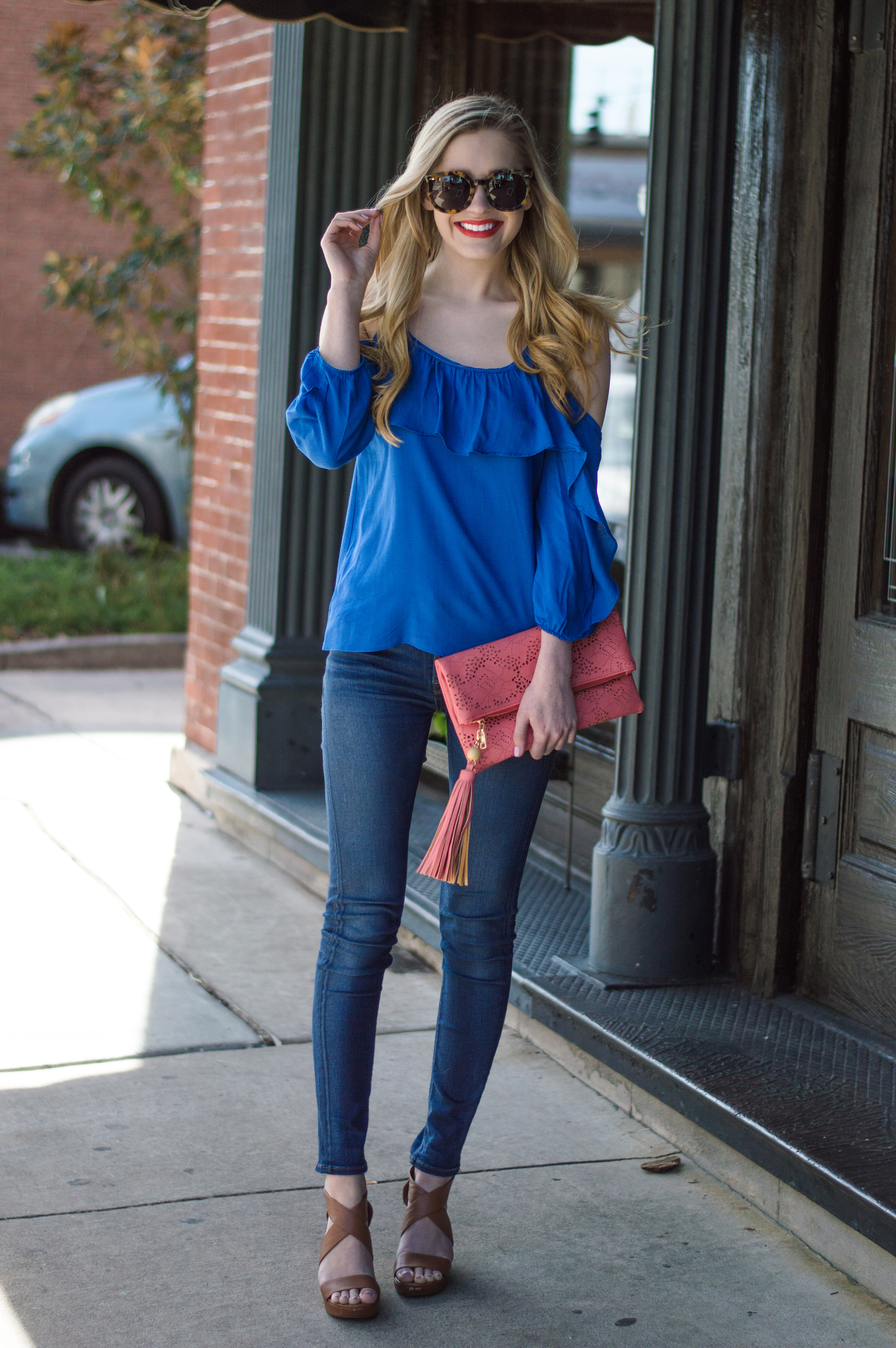 styelled-blog-elle-elisabeth-ootd-hudson-jeans-off-the-shoulder-top-karen-walker-super-duper-thistle-mac-lady-danger-jessica-simpson-brick-city-closet-spring-blue-07