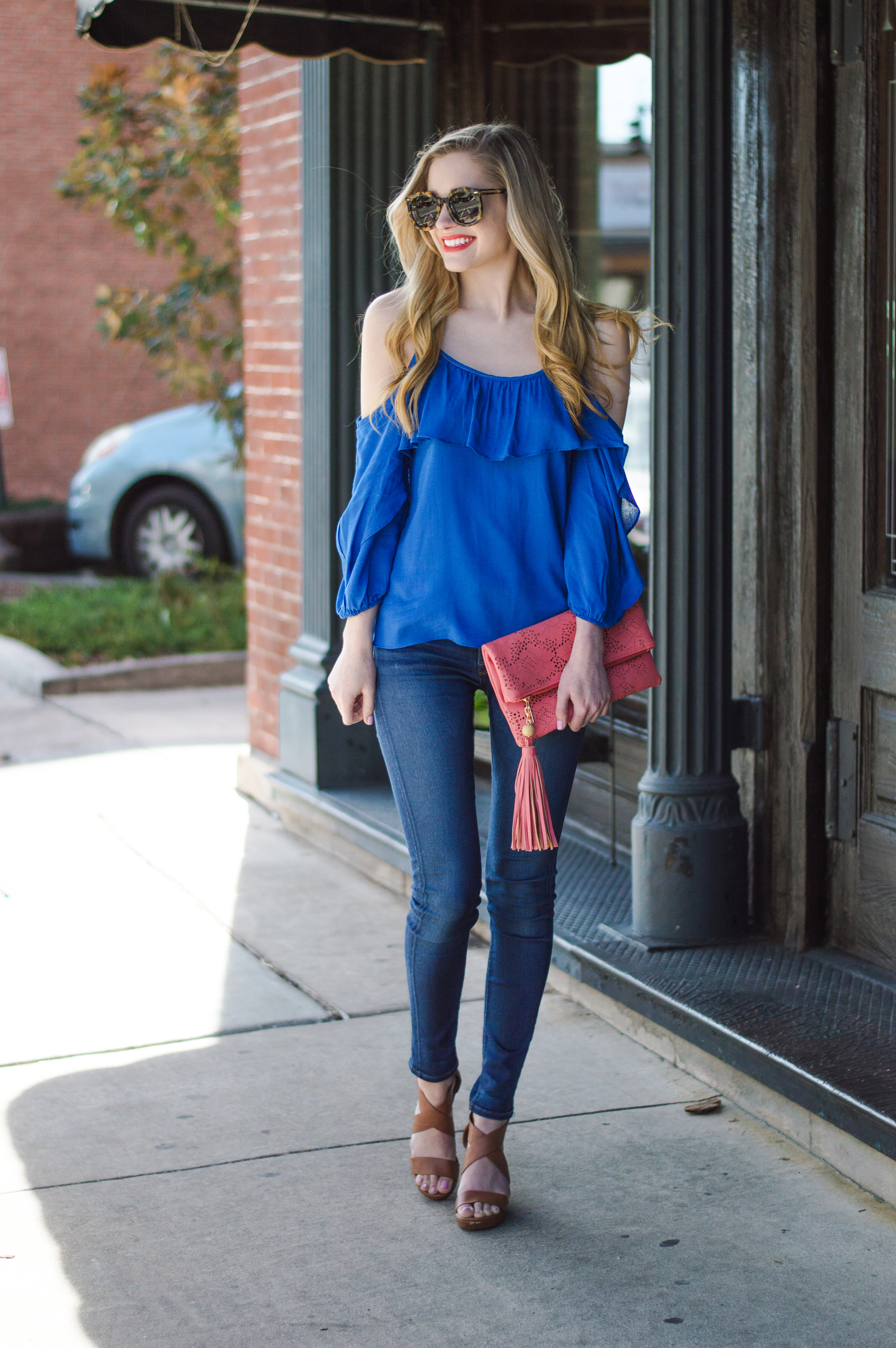 styelled-blog-elle-elisabeth-ootd-hudson-jeans-off-the-shoulder-top-karen-walker-super-duper-thistle-mac-lady-danger-jessica-simpson-brick-city-closet-spring-blue-08