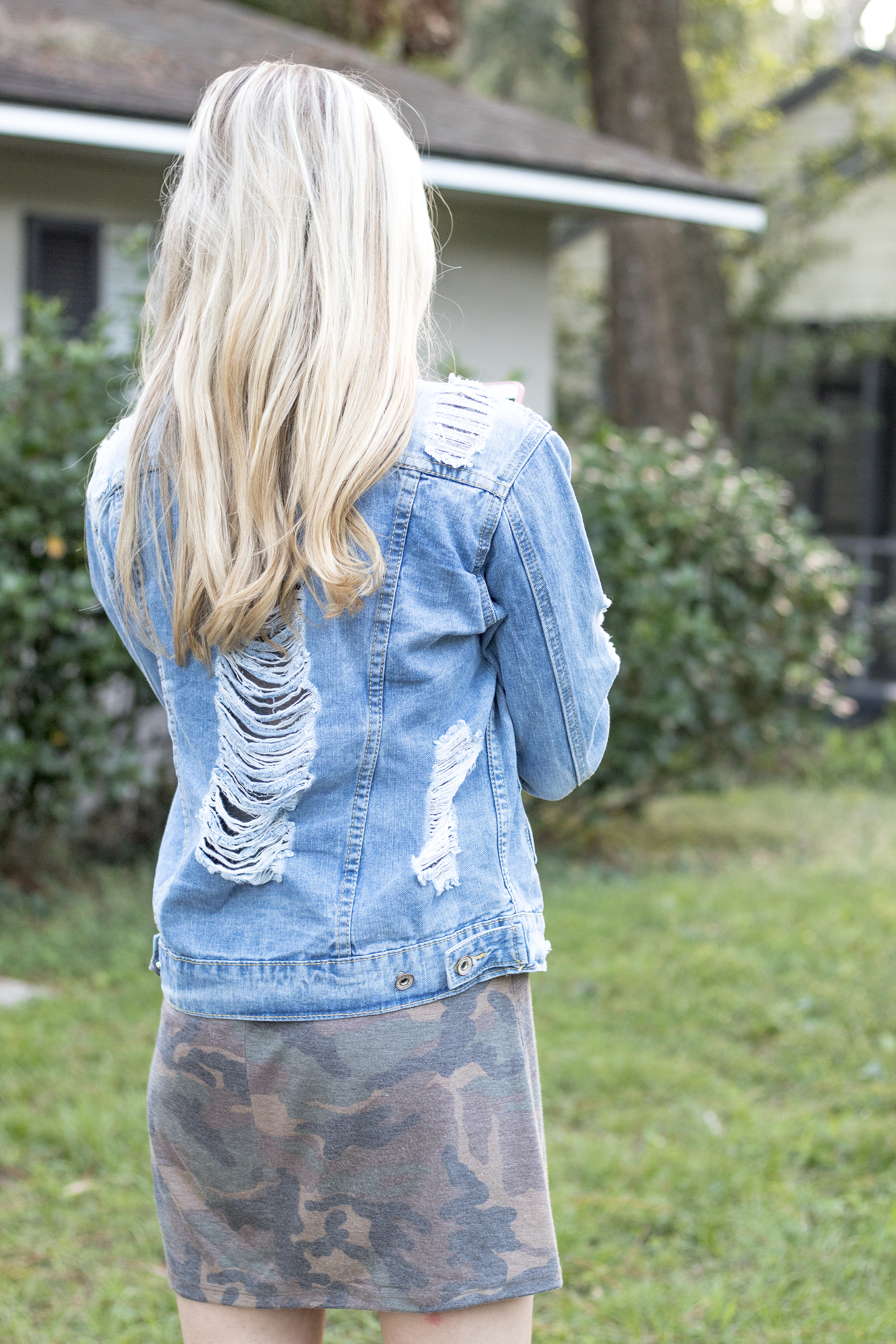 styelled-blog-fashion-style-beauty-lifestyle-blogger-camo-shirt-dress-denim-distressed-jacket-blonde-fall-trends-02