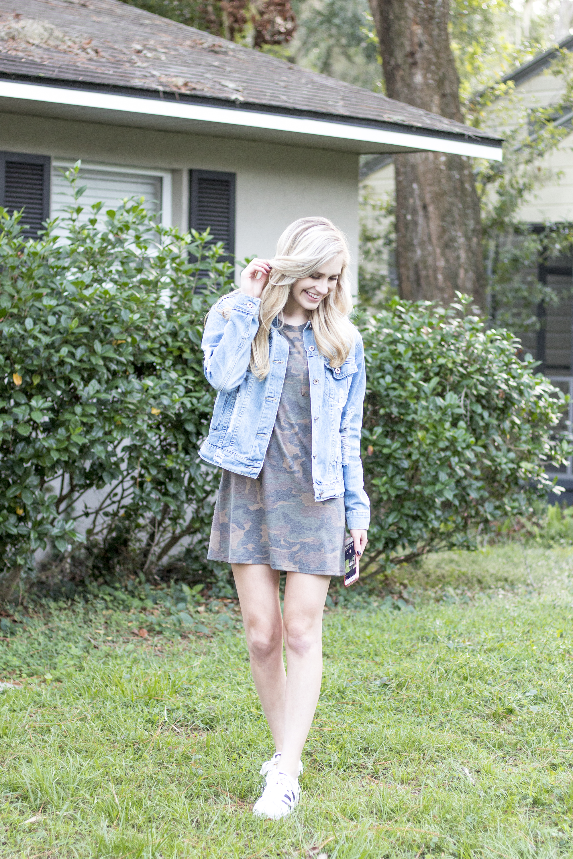 styelled-blog-fashion-style-beauty-lifestyle-blogger-camo-shirt-dress-denim-distressed-jacket-blonde-fall-trends-04