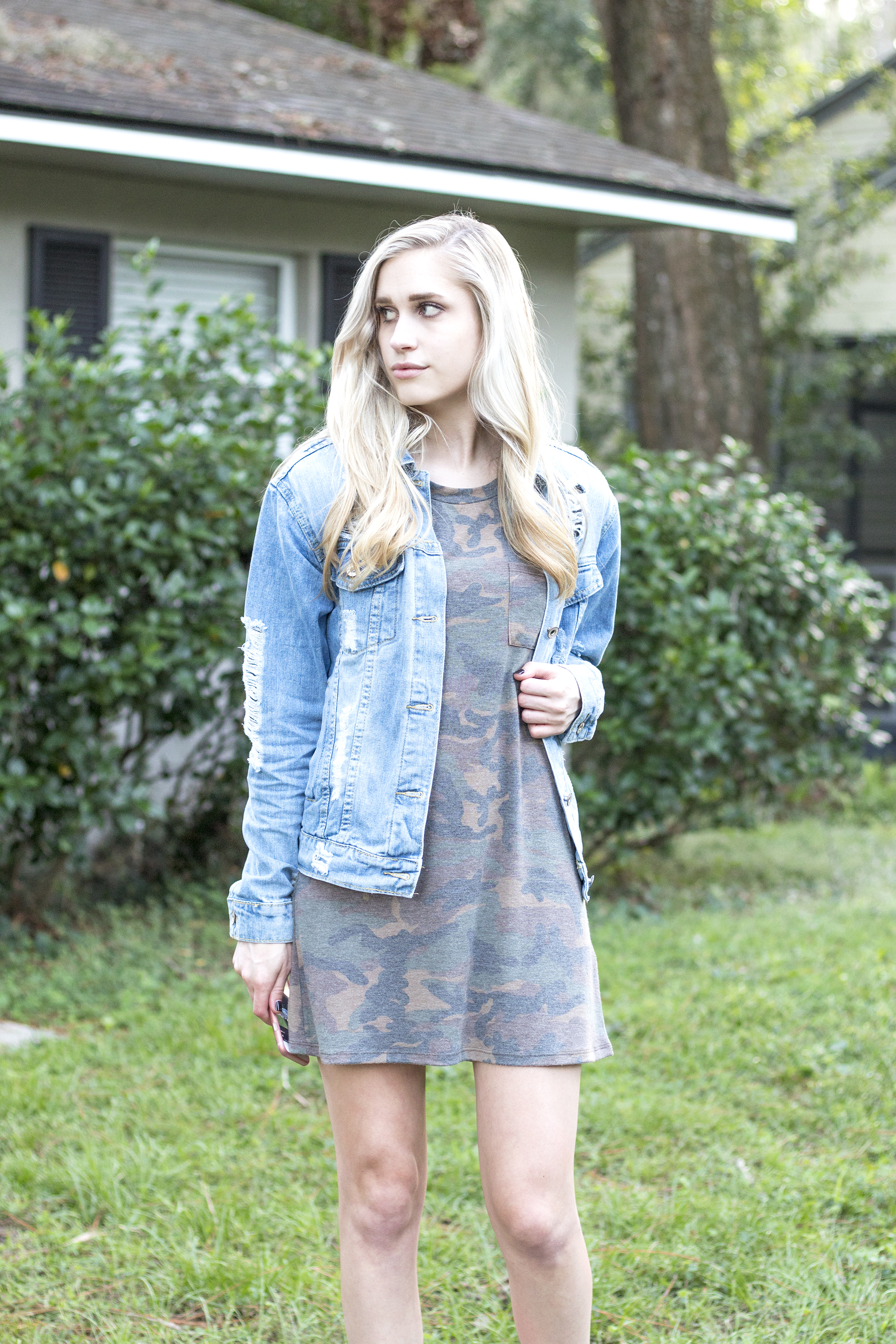 styelled-blog-fashion-style-beauty-lifestyle-blogger-camo-shirt-dress-denim-distressed-jacket-blonde-fall-trends-06