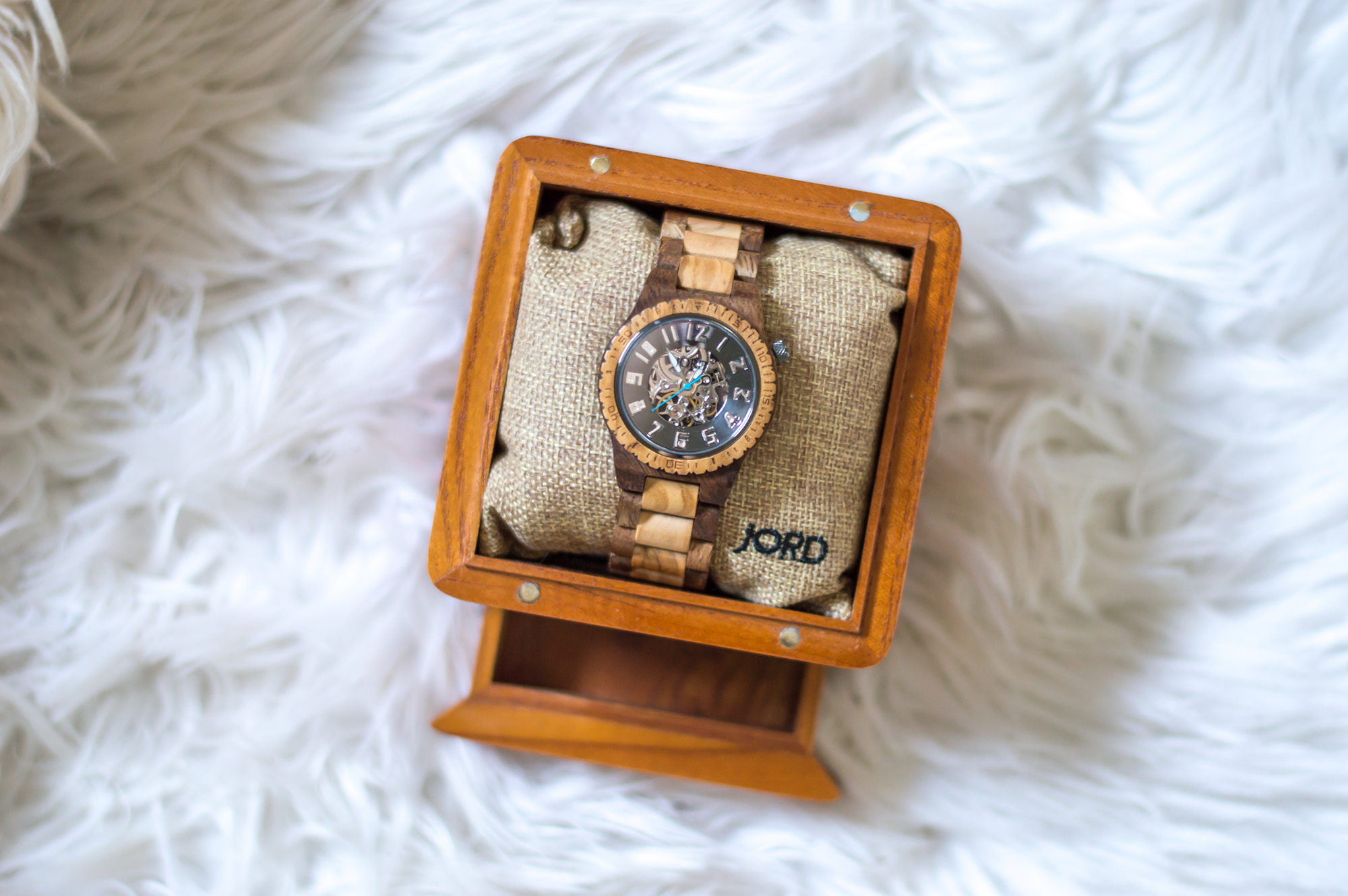 styelled-elle-elisabeth-fashion-style-blogger-jord-wood-watches-luxury-watch-dover-series-valentines-day-for-him-ootd-australian-labradoodle-05